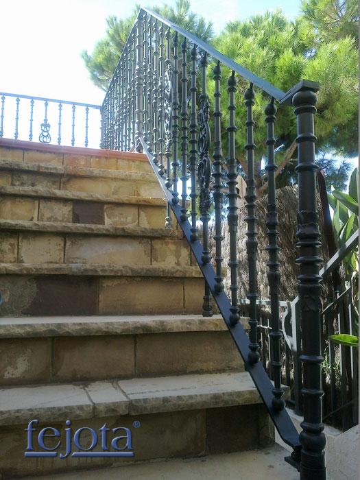 Balaustres con escaleras exteriores related keywords for Mobiliario para balcones
