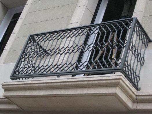 Restauracion barandillas modernistas de fundicion en - Balcones de forja antiguos ...